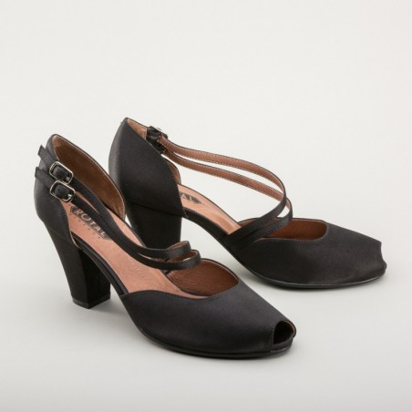 Zella 1920s Duo-Strap Sandals in Black